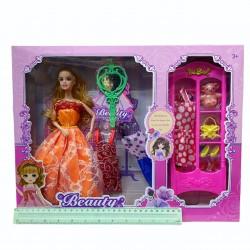 Набор куклы с платьями.